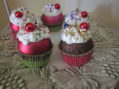 ornament cupcakes!! I am going to decorate my bakery for christmas with these!! So adorable!