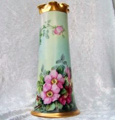 Gorgeous Bavaria 1900s Vibrant Hand Painted Deep Wild Red & Pink Roses 11 Vase
