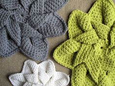 Free crochet pattern. These would make cute wash cloths or dish cloths.
