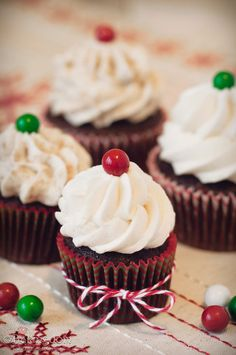 Gingerbread Cocoa Cupcakes with Whipped Gingerbread Cookies and Cream Frosting
