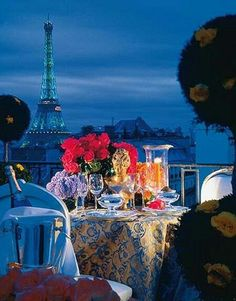 Beautiful romantic dinner setting.