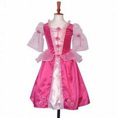 Princess Posy Cerise prinsessen jurk, met een zacht velours lijfje en een kersen roze rok van satijn, afgewerkt met bloemetjes. De onderrok is voorzien van een hoepel.