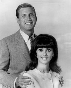 """Ted Bessell & Marlo Thomas as Donald Hollinger & Ann Marie in """"That Girl"""" 1966"""