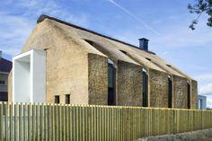 Arjen-Reas-Zoetermeer-thatched-roof-walls-lime-walls