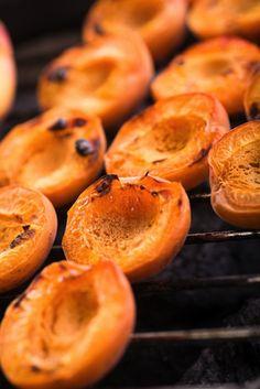 Summer treats >> Cinnamon & Honey Grilled Peaches