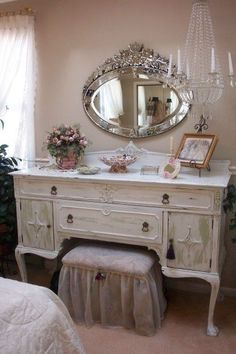 Venetian Glass Mirror Simple Classic Oval Mantle Vanity Chic Shabby Fabulous |