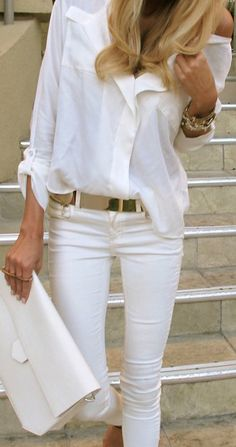 Love the look,  white jeans, white blouse, gold accessories