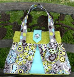 Links to a PDF sewing tutorial for cute bag with added features to make it a diaper bag. Vibrant Designs: Marking things off the Bucket List: Diaper Bag!