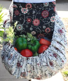 Garden Harvest Apron:  I WILL be making one of these.  FOR SURE.  I love this style too, very cute.