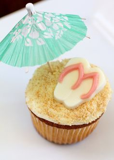 Flip flop n umbrella in the sand cupcake