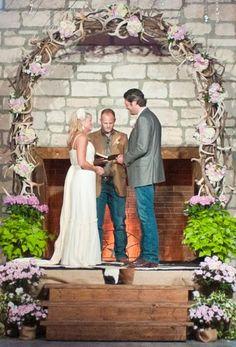 Miranda Lambert  Blake Shelton's Wedding MICKI!!!!!!!!!!! look at the ARCH!!!