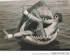 Young Steven Spielberg on the set of Jaws http://themetapicture.com/young-steven-spielberg-on-the-set-of-jaws/