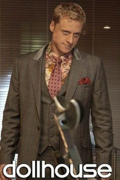 Alan Tudyk and the most fabulous suit ever