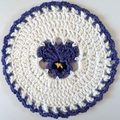 maggi weldon, maggi crochet, pattern, pansi dishcloth, crochet kitchen, pansies, weldon maggi, crochet dishcloths, pansi crochet