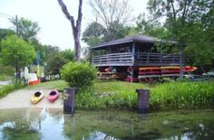 this is TNT Hide-A-Way in Florida. Great Kayak rental location on the Wakulla Springs River. The water is crystal clear and the Manatee are amazing. The fish are everywhere under you. There are birds, gators and turtles to see on the banks. Nice few hour paddle trip! Scared of Gators though....