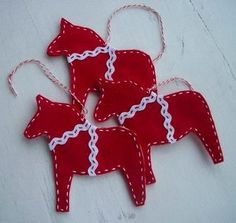 Dala Horse Xmas tutorial 001 dala hors, christmas tree decorations, red christmas, christma craft, christmas ornaments, christma ornament, christmas trees, christmas tree ornaments, dalahors
