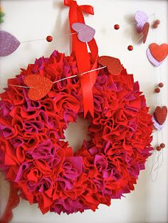 #DIY Valentine's Day wreath from felt!