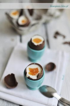 Cheesecake filled chocolate eggs = ideal Easter dessert