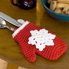 Snowflake Mitten Holiday Ornament - free crochet pattern