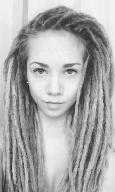 Everytime I see beautiful girls with dread locks, I want dreds more and more. One day...