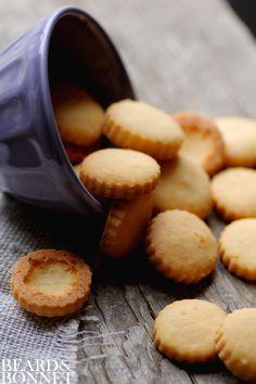 """Homemade Gluten-Free """"Cheez-it"""" Crackers {Beard and Bonnet} #glutenfree"""