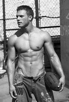 Lovely v-lines. #shirtless #hot #football