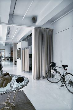 Amsale Aberra's Loft in New York #design #interior #architecture #loft #house #home #apartment #contemporary #modern #white #new york #missdesign