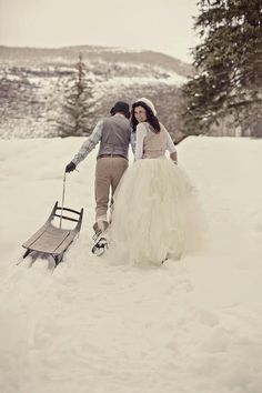 winter wedding, this is cute. never thought about getting married in the winter but it could work :P
