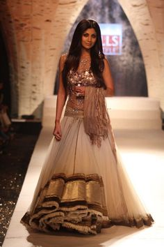 *sigh* :) Long, loose hair looks great with this outfit! -- #indianbridal by Tarun Tahiliani