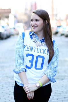 5 Ways to Style Your Favorite College Tee #theeverygirl