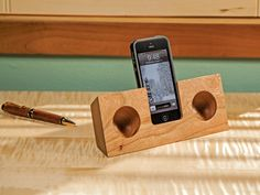The Original Koostik Passive Amplifier for iPhone is a passive wooden acoustic amplifier that achieves energy free amplification between 10 and 25 decibels.
