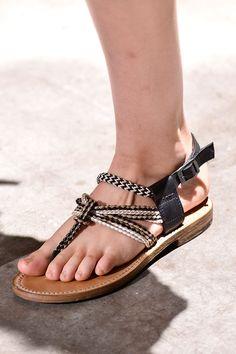 Tendencias primavera verano 2013 sandalias de piso accesorios zapatos