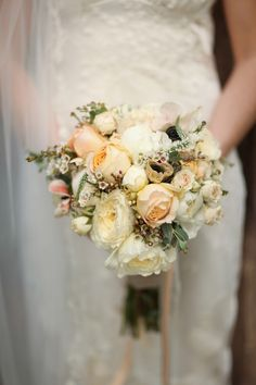 Cream and peach #rose #bouquet - photo by Pepper Nix Photography - http://ruffledblog.com/backyard-chic-utah-wedding/