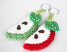 Repeat Crafter Me: Crochet Apple Slice Keychain Tutorial