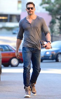 Hunky dude Joe Manganiello was spexy as ever in a casual tee and jeans topped off with geometric flat-top shades! He looks amaze in everything!