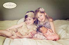 seriously best newborn photo shoot with big sisters