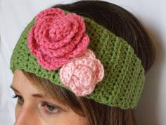 Free pattern for a homage crochet winter headband with 2 crochet flowers.  Super cute and so easy to make!!