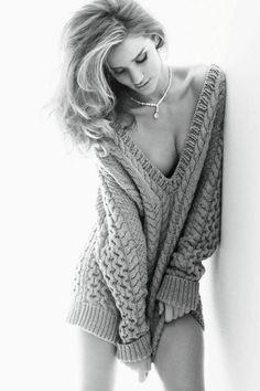 { Chunky knit oversized sweater }