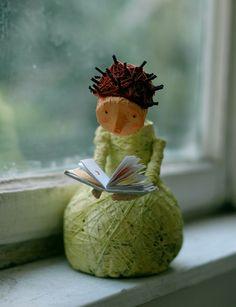Lector/a en papel maché?, por Jenny.M., via Flickr