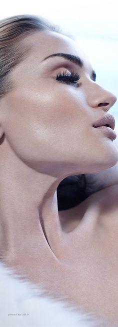 She's glamorous! Rosie Huntington-Whiteley for Violet Grey