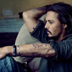 Even though facial hair scares me you can't deny the handsome beauty of Johnny Depp
