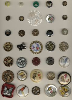 ButtonArtMuseum.com - Keep Museum button collection -Butterflies