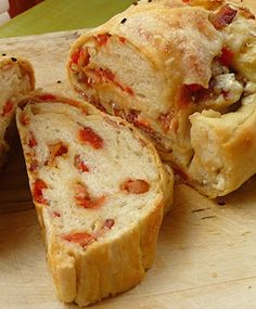 Bacon, Blue Cheese & Tomato Bread