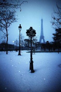 Snow fall in Paris