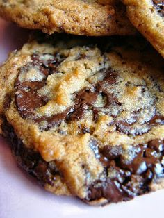 This gooey chocolate chip cookie recipe is AMAZING! http://www.rewards4mom.com/top-10-cookie-recipes/