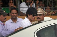 #Sharukh #Khan at #Rajesh #Khanna funeral