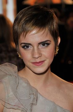 Google Image Result for http://www.glamour.com/weddings/blogs/save-the-date/2011/02/23/0224-emma_watson_short_hair_bd.jpg