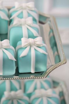 "made by Patricia Arribálzaga of Haute Couture Cakes for Tiffany's in Barcelona to honor of 50th anniversary of the film ""Breakfast at Tiffany's"""