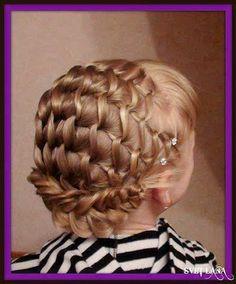 Peinados con mo 241 os y m 225 s on pinterest 4 strand braids little girl