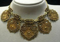 India | Mughal gold necklace | 17th - 19th century